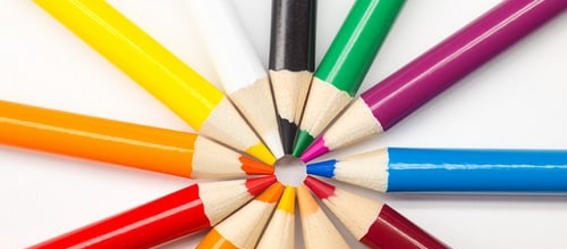 Coloured-pencils-in-a-circle